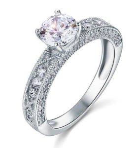 Новое серебряное кольцо с фианитами.