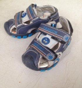 Сандали + ботинки на мальчика 21 р
