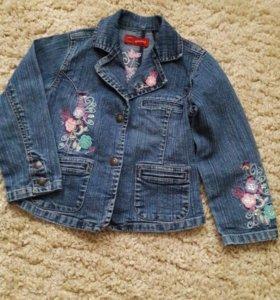 Модная джинсовая курточка для девочки на 5-6 лет