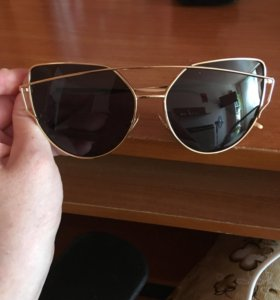 Очки солнечные .