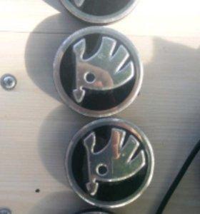 Заглушки ступицы новые Skoda