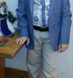 Продам праздничный костюм на мальчика