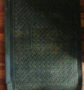 Коврик резиновый в багажник