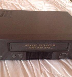 Видеомагнитофон кассетный.
