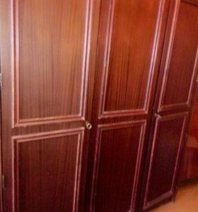 Шкаф 3-хстворчатый для одежды. Польша.