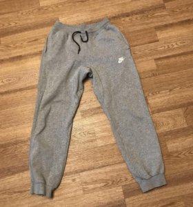 Серые штаны Nike