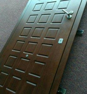 Дверь металическая 2м8см * 89см.