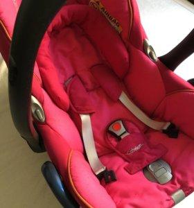 Автомобильное детское кресло (переноска)