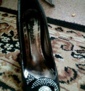 Продам туфли 35 размера и басаножки 37 размера