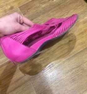 Разная обувь много