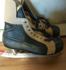 Кожаные хоккейные коньки. Новые