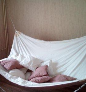 Кровать - гамак в квартире