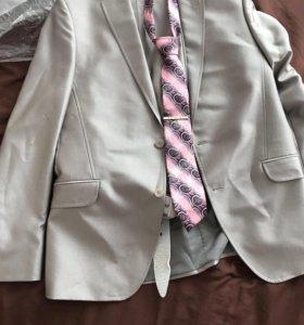 Шикарный костюм для свадьбы, выпускной :)