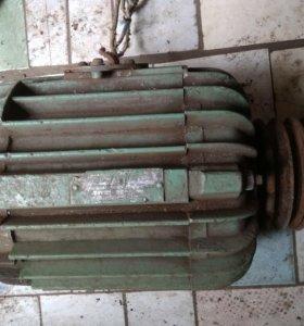 Двигатель асинхронный АОЛ2-32-2У3