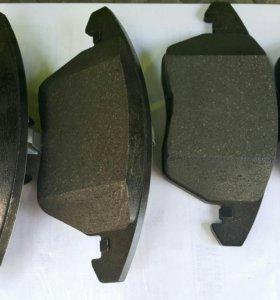 Тормозные колодки передние на фольксваген
