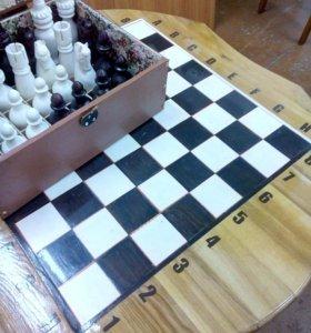 Шахматы и стол