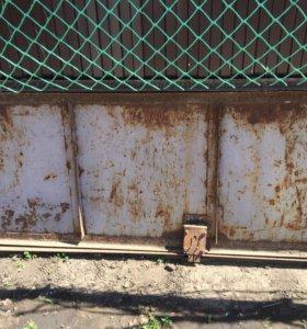 Металическая дверь в гараж