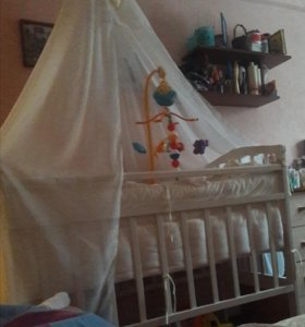 Детская кроватка, коляска, стульчик для кормления