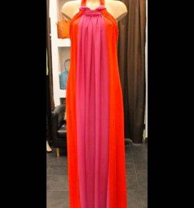 Красное длинное платье с открытой спиной