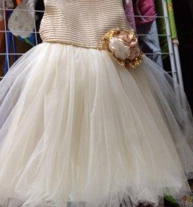 Платье нарядное. Идеальное состояние.