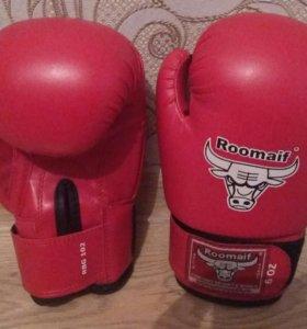 Боксерские перчатки+тренажерные лапы в подарок
