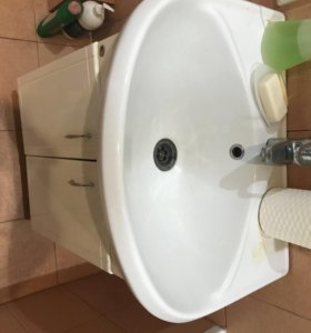 Тумбочка с зеркалом в ванну