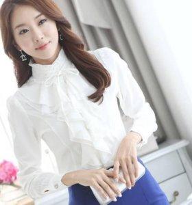 Нарядная блуза белая с жабо новая