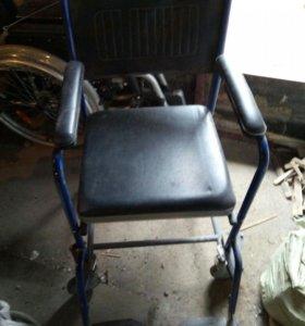 кресло инвалидное с санитарным оснощением