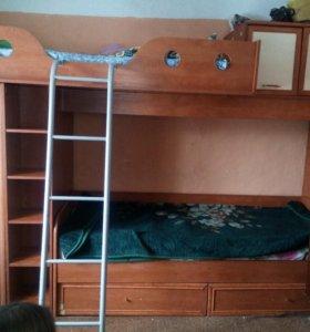 Двухъярусная кровать в хорошем состоянии