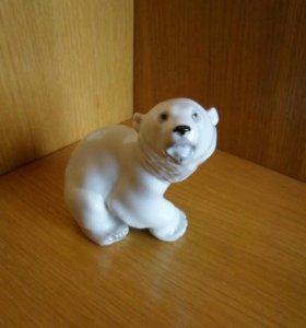 Фигурка фарфоровая белый мишка,ЛФЗ,СССР,статуэтка