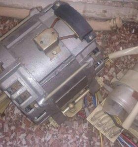 Двигатель (стиральная машина Эврика)