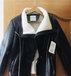 Новая куртка косуха очень крутая раз.М