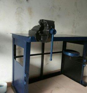 Слесарный стол с тисами