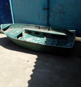 Лодка алюминеевая ,килевая