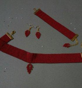 Комплект украшений из бисера