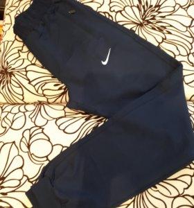 Новые спортивные брюки Nike размер S