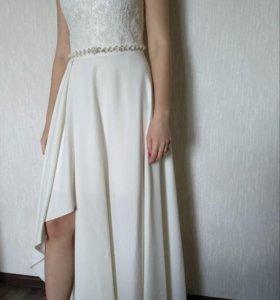 Длинное платье цвета айвори