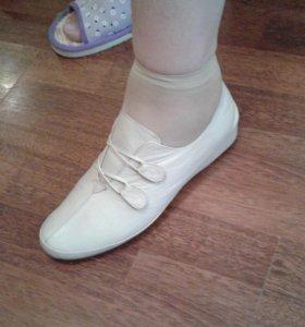 Ботинки Турция кожаные новые размер 39