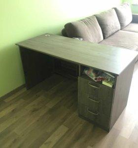 Письменный компьютерный стол