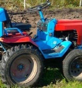 Трактор КМЗ-012 на ходу