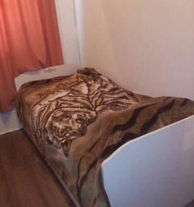 Набор детская кровать и письменный стол
