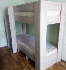 Двухъярусная кровать 87х207х170 с матрасами