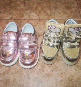 Две пары новых блестящих ботиночек для девочки