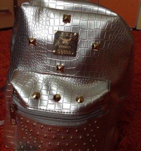 Серебристый рюкзак (новый)