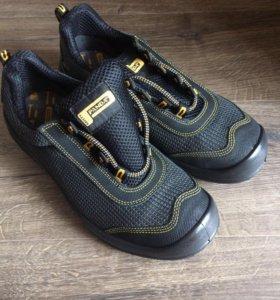 Новые кроссовки. 41 размер.