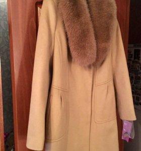 Кашемировое пальто с воротником из песца Италия