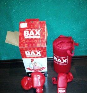 Боксерские перчатки и груша боксерская
