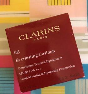 Clarins кушон тональное средство
