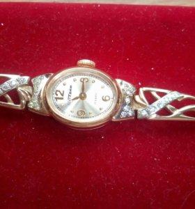 Золотые новые часы