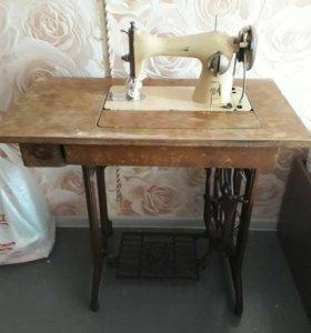 Швейная машинка TIKKA финская для дома